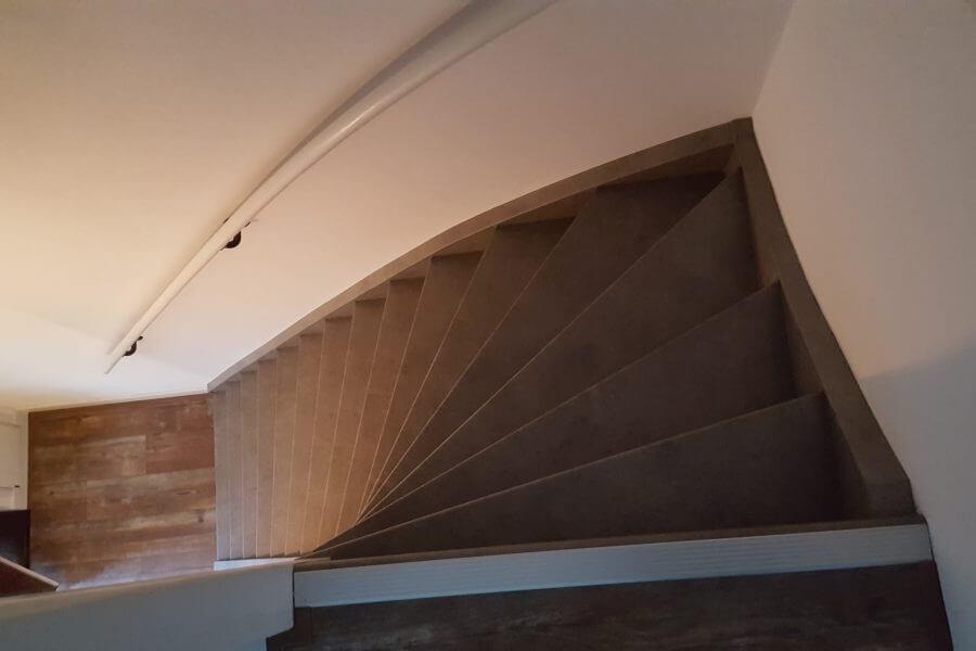 boven aan de trap overzicht foto van de trap