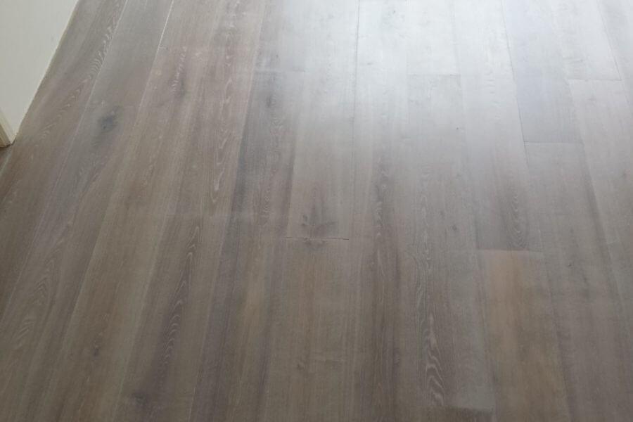 Vloer van hout in Nieuw-Beijerland