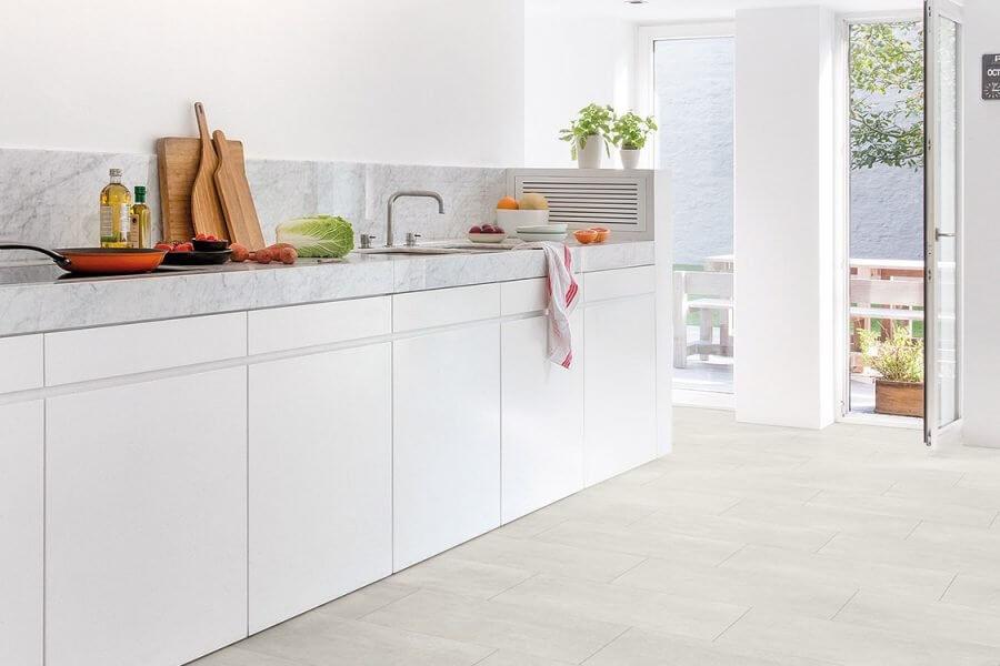 Keuken voorzien van Quick step lyvin