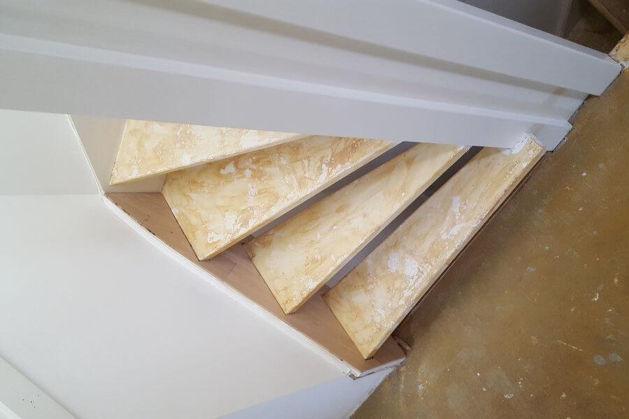 Voor foto van te renoveren trap